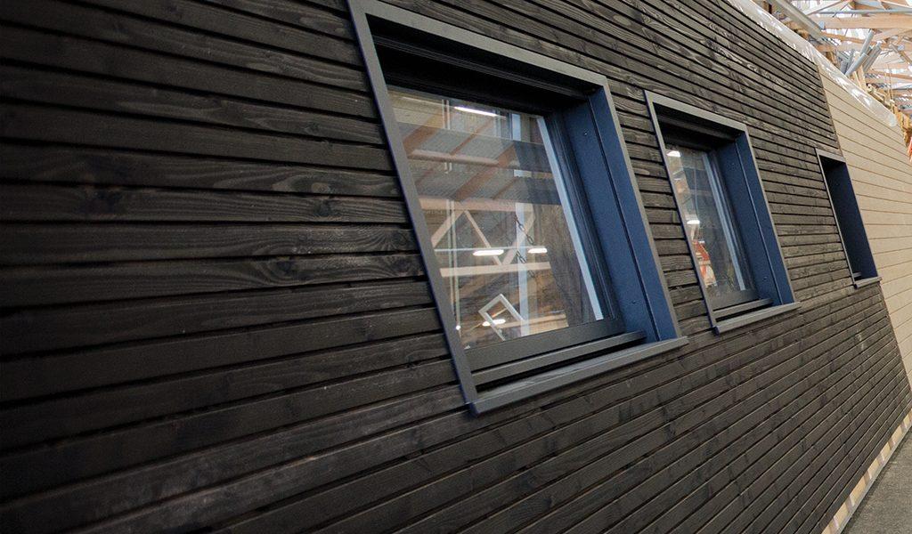 mur sybois avec fenêtre intégrée